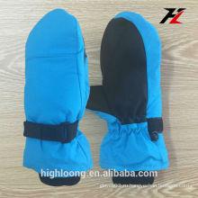Синие и черные перчатки