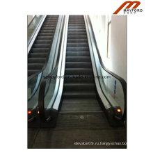Привлекательные очертания крытого коммерчески эскалатор для метро