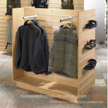 Ideas creativas de la exhibición al por menor para agregar el merchandising de la marca de fábrica Interactivo Bambú Slatwall Tienda de la ropa Exhiba la unidad