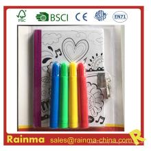 Cuaderno de dibujo de niños con bloqueo y lápiz de color de agua