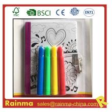 Caderno de desenho de crianças com caneta de bloqueio e cor de água