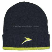 Акриловая женская зимняя шапка с красивым логотипом вышивки