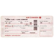 verificação da passagem de embarque da linha aérea do sudoeste e etiqueta da bagagem