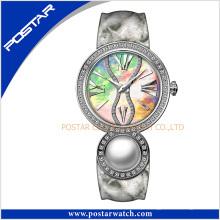 Relógio de aço inoxidável de quartzo das senhoras da pérola da forma com seletor do espanador