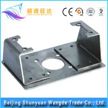 Estampage de métal avec des pièces d'estampage en tôle et estampage de pièces métalliques