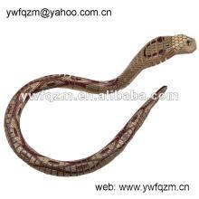Diseño de marca de artesanía de madera serpiente para la decoración