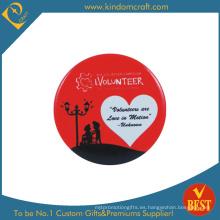 Voluntario insignia de botón de lata en precio barato