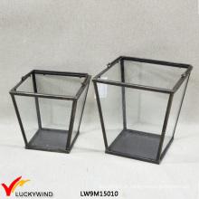 Metal pequeno do vintage & lanterna de vidro desobstruída