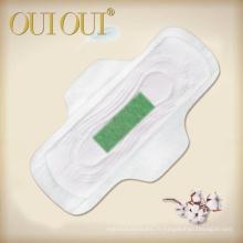 Les serviettes hygiéniques de nuit d'utilisation de contrôle féminin d'odeur avec la puce d'anion verte