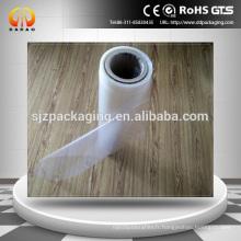 Film en plastique rétractable pour utilisation dans les tunnels rétrécis