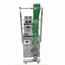 Небольшая автоматическая машина для упаковки чая в пакетики