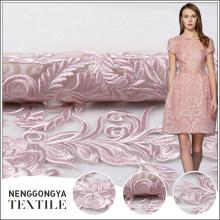 Fabriqué en Chine en gros net rose allover broderie fleur tissu