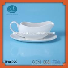 Crema de leche de cerámica con platillo, tarro de leche de porcelana blanca, salsa de carne