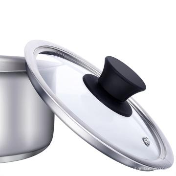 Leiteiro fervendo o uso do fogão de indução de leite