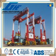 Pont-embarcadère portuaire chantier naval porte-grue