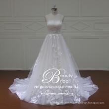 Production chinoise 2017, une robe de mariée sans bretelles avec un style de princesse moelleux