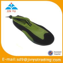 Zapatos de la playa de la aguamarina