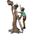 Libro de lectura de niño de bronce en la escultura de árbol BS023A