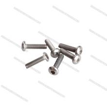 La luz consolida los pernos Titanium M3 La cabeza pulimentada del botón atornilla el tornillo