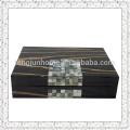 Boîte à bijoux noire et perle noire