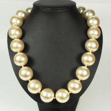 Big Pearl Bead Necklace