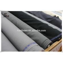 Calças de homem tr adaptando tecido