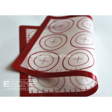 Non-stick and heat resistant silicone mat for baking