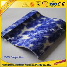Profil d'extrusion en aluminium avec grain en porcelaine bleue et blanche