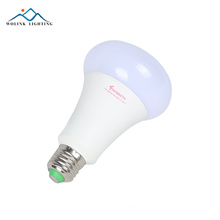 L'économie d'énergie d'énergie de filament blanc chaud d'aluminium en aluminium e27 e14 9w a mené l'ampoule en verre claire de bougie