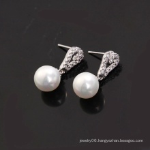 Rhodium Plated Shell Pearl & Zircon Earring (20607)
