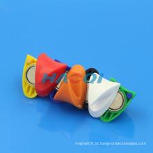 Colorido magneti triângulo magnetizado ganchos plástico