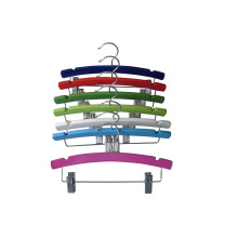 Cintre en bois Clips métalliques couleur pour les enfants