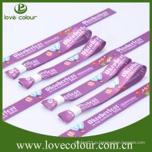 Браслет выполненный по индивидуальному заказу и одноцветный браслет с сублимацией