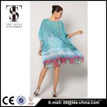 El verano atractivo de las chicas jóvenes de la alta calidad caliente de la venta cubre para arriba el vestido de la playa