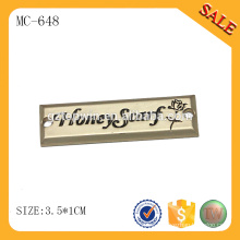 MC648 Etiqueta de metal de costura a medida de mantón de moda con logotipo engrvado