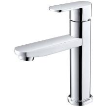 Одноместный смеситель для холодной раковины в современной ванной комнате