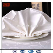 Vente en gros à bas prix élégant luxueux 100Polyester Embossed damask table coton serviette réglages pliants