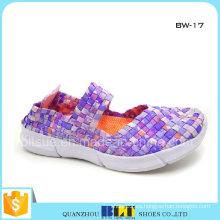Zapatos de piso tejidos de moda