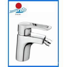 Batida de misturador de torneira de lavatório com bidão de latão de água quente e fria (ZR21110)