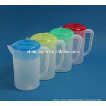 BPA livre plástico colorido jarros de chaleira de água fria com a linha de escala de médio e tampa