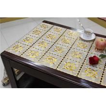 O laço da largura de 50cm faz crochê a toalha de mesa do ouro / prata do PVC