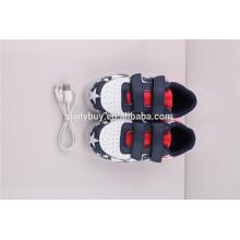 Unisexe prix bon marché USB charge bas coupe drapeau motif LED lumière flashing chaussures de sport pour enfants