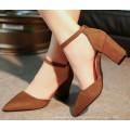 Scharfe Zehe-Frauen-Sandalen mit Toe bedeckt
