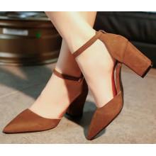 Острый носок женщин сандалии с ног покрыты
