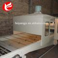 Petit pain de tuile de toit enduit par pierre formant la machine
