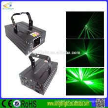 Einzelnes grünes Laserlichtstrahl