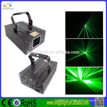Único feixe de luz laser verde