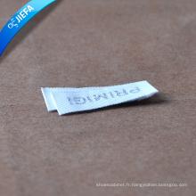 Étiquette tissée molle faite sur commande de polyster / étiquette tissée par nom de marque