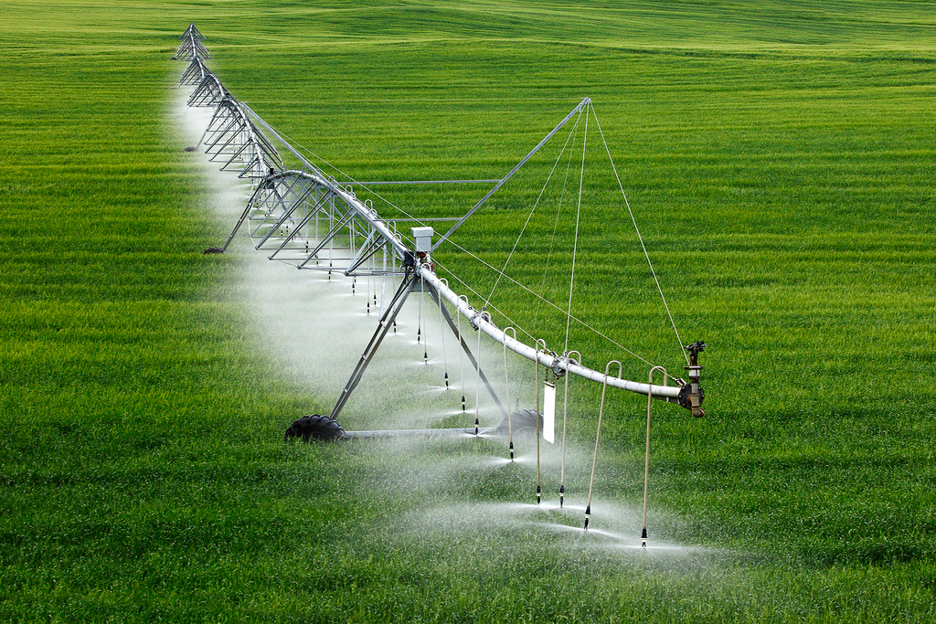 Agriculture Center pivot sprinkler irrigation system