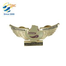 Insigne en métal de logo adapté aux besoins du client bon marché de haute qualité de nouveau produit Oem